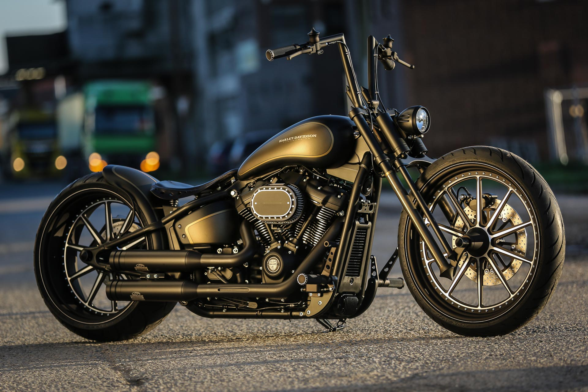 Customized Harley Davidson Vintage Motorcycles By Thunderbike